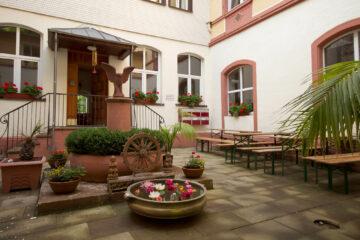 Eingang des Meditationszentrums von Art of Living im Schwarzwaldare in Deutschland
