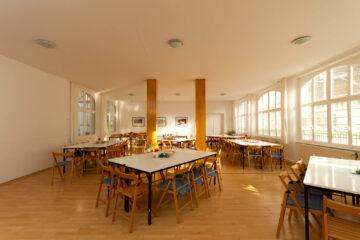 Speisesaal des Art of Living Meditationszentrums im Schwarzwald