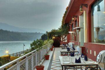 Abenddämmerung auf der Hotelterasse am Ganges