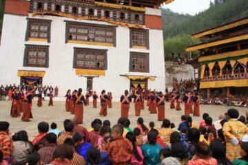 Bhutanesische Frauen beim Tanz