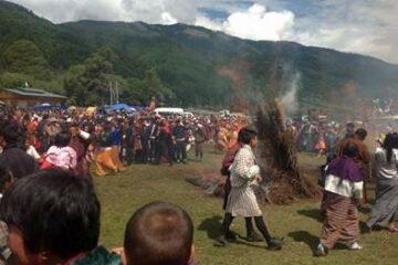 Feuertanz beim Thangbi-Mani-Festival