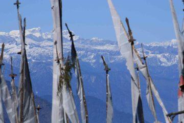 Fahnen vor dem Himalya
