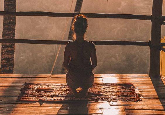 Meditieren können Sie überall: Zu Hause, im Kloster oder in Indien
