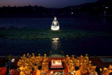 Aarti-Festivitäten am Ganges