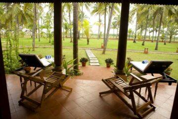 Veranda der Deluxe Villa im Nattika Beach