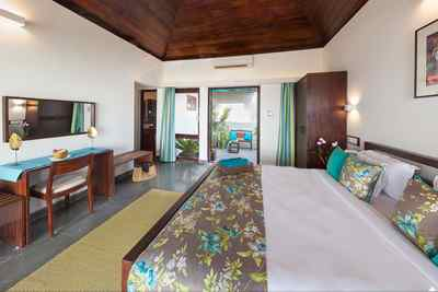 Schlafzimmer im Bougainvillea-Bungalow im Marari Beach