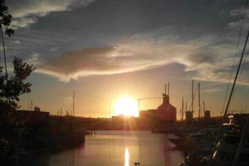 Sonnenuntergang in Aucklands Hafen