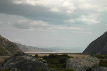 Blick über das Tal beim Lake Pukaki