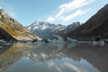 Blick auf den Gletschersee und den Mount Cook