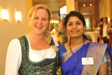 Indische und bayerische Frau