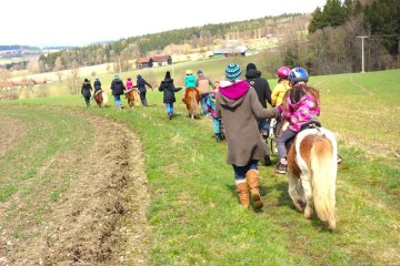 Ponyreiten beim Familienretreat