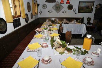 Ostertafel im alten Pilgerhof