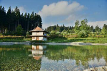 Teehaus mit Kloster-Teich