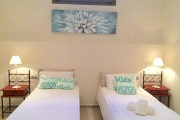 Zweibettzimmer im Souterrain mit eigenem Bad