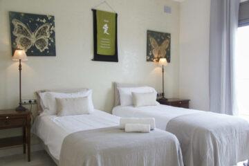 Zweibettzimmer Oceanview mit eigenem Bad und Terrasse