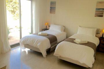Zweibettzimmer mit Gartenblick und geteiltem Bad