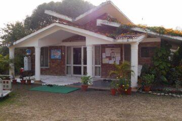 Blick auf den Eingang des Swami Rama Sadhaka Grama Ashram