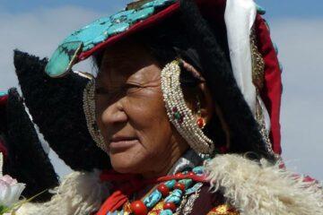 Mann in ladakhischer Festtracht