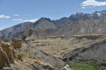 Karge Berglandschaft inmitten Ladakhs