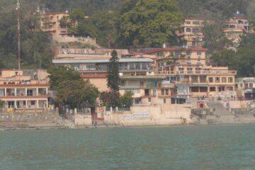 Gebäude am Ganges
