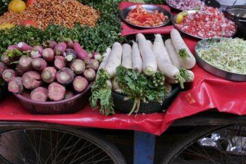 Verschiedene Schalen mit unterschiedlichem Gemüse