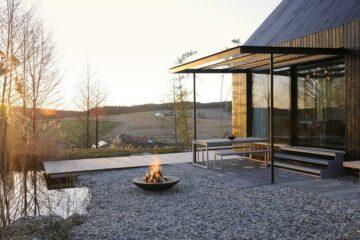 Terrasse mit offener Feuerschale