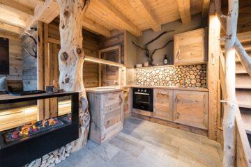 Küchenzeile und Kamin Chalet