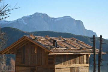 Dach Lodge vor Gipfelkulisse Dolomiten