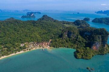 Insel im Meer aus der Luft