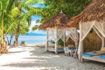 Bett-Pavillons am Strand