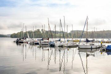 Segelschiffe auf dem Wasser