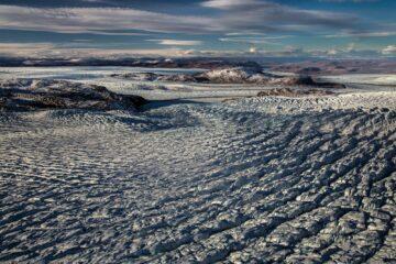 Blick über wellenlinienförmigen Gletscher