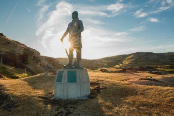 Statue blitzt im Sonnenlicht