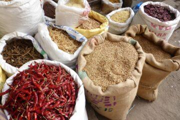 Säcke mit Reis,Pepperoni und mehr