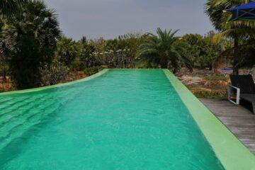 Pool mit türkisem Wasser