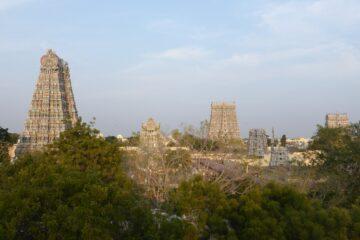 Seitsicht auf den Arunachaleswarar-Tempel