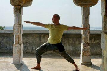 Johannes Vogt beim Yoga