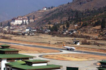 Landebahn mit Flugzeug