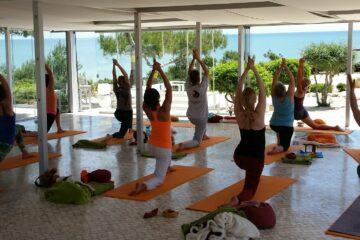 Yogagruppe beim Üben