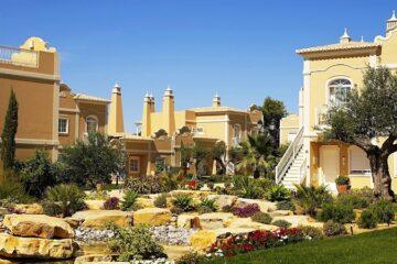 Türme Resort und blühender Garten