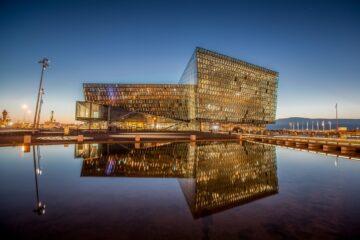 Konzerthaus Harpa am Hafen von Reykjavík