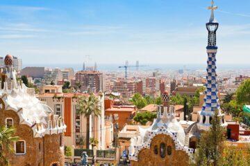 Yoga über den Dächern von Barcelona