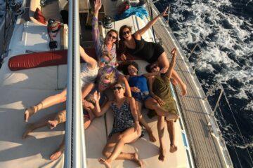 Gruppe auf dem Deck