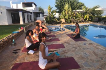 Yoga am Pool