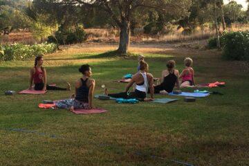 Yoga im Garten