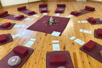 Yogamatten im Seminarraum