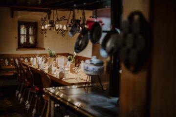 gedeckter Tisch in Gaststube
