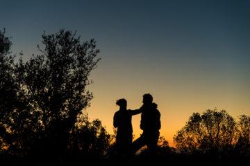 Pärchen vor Hintergund Sonnenuntergang
