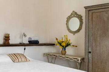 liebevoll gestaltetes Schlafzimmer