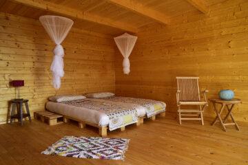 Futon-Bett mit Moskitonetzen
